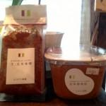 スタジオでは、「生」玄米味噌と麦味噌物語の2種類のお味噌を販売しています!!